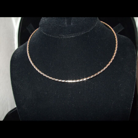 Refined Twisted Collar